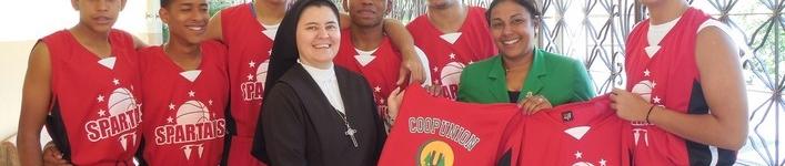 Entrega de Uniformes al Colegio Sagrado Corazón de Jesús